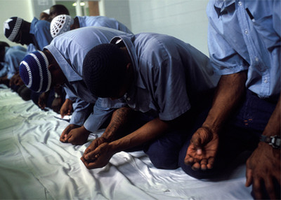 http://blog.paris-hallal.com/wp-content/uploads/2012/10/islam-prison.jpg